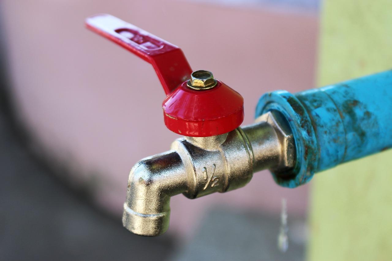 Comment arrêter une fuite d'eau sur un chauffe-eau ?